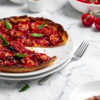 easy tomato tart with puff pastry | www.curatedlifestudio.com